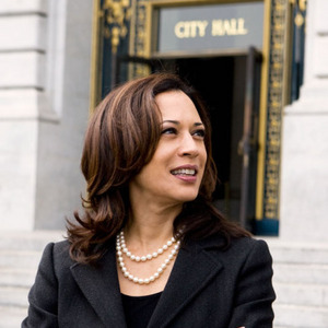 Kamala_Harris Oakland City Hall.jpg