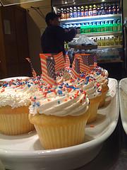 flag.cupcakes.jpg